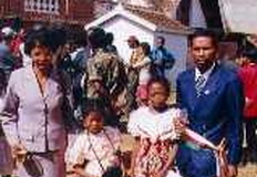 le maire son épouse et ses enfants